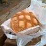 神戸は、メロンパンと呼ぶ人とサンライズと呼ぶ人がいて、とてもややこしいパンです。ちなみに僕はメロンパン派です。
