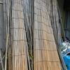 2011/11/30 古くなった葦簀(よしず)を裁断して薪ストーブの焚きつけにすることを思いつく