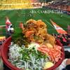 ●Nack5スタジアム「ネオ屋台村」の魚三昧丼温玉のせ