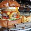 【バーガーカフェホノホノ:本川越】超ビッグサイズのバーガーランチ!形なんか気にせずとにかく食え!