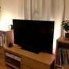 LEDテープライトでテレビ裏側に間接照明をつけるだけで、部屋が大人の雰囲気に変わる。