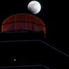 スカイツリーっぽい構図を通天閣で - 皆既月食