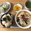 キーウィ20個250円と鯛飯定食
