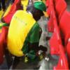 海外サッカー「W杯ポーランド戦後、セネガルのファンたちがゴミ拾いをする」