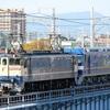 新型機関車、運ばれる - EF210-327