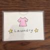 無印良品ワイヤーバスケットを洗濯物入れに使用中。家族が分かりやすいようダイソーカードケースを使用し工夫しました!