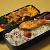 お弁当  焼き鮭と生姜焼  カレーうどん