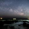 【天体写真】 茨城県 神磯の鳥居 鳥居の上に瞬く星々