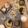 ごはん、シルバーの味噌漬け、納豆卵焼きとほうれん草のソテー、ネギの味噌汁、白菜とベーコン