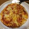 僕は作ってませんが、ピザと唐揚げです。