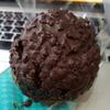 セブンイレブン「ざくざく食感チョコミントシュー」ミント感は少なめ( ^∀^)クリームの飛び出しにはご注意を。