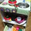 手作りおもちゃ:ダンボールキッチン