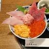 【魚樽】街中で市場みたいな豪華海鮮丼を味わえます(中区袋町)