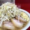 【今週のラーメン3240】 ラーメン二郎 神田神保町店 (東京・神保町) 小豚 麺半分ニンニク 〜二郎本来のボリューム感!スケール感!を追体験してみませんか?