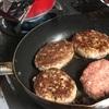 家庭の味 ハンバーグの作り方を学ぶ