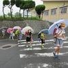 登校の風景:0の日 雨の登校