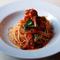 「特製ベーコンと黒オリーブのトマトソース・スパゲティ」のご紹介