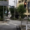 歩行者用信号が横断歩道の手前と奥で異なる → ×