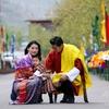 マジ?【ブータン】ブータンの王子 国王夫妻と一緒ににっこり