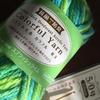 洗剤ナシで食器が洗える、万能なアクリルたわしを編む休日
