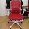 オカムラのオフィスチェア、シルフィー(赤)を使用した感想/レビュー