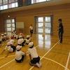 4年生:体育 ゴムで高跳び