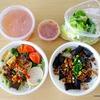 【ベトナム料理】豚の血のゼリー入りヌードルを食べる