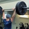 【オーバーヘッドプレス】体幹部を安定させるコツと広背筋と殿筋の連動