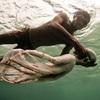 """海の遊牧民""""パジャウ族""""が長時間水の中で活動できる理由"""