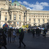 パリのデモはつづく。土曜日のシャンゼリゼは凄まじい、らしい。