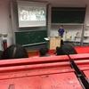 ドイツの大学の教室の机がめっちゃ汚い(笑)