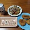 今夜の酒の肴は「コロッケ」「煮物」「鳥刺し」です。