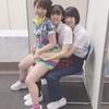 平井美葉ちゃんにおっぱいを押しつける高瀬くるみさん