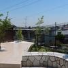 汚庭からお庭へ その10 工務店ブログ撮影用に水打ち 青空と新緑