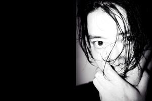 渋谷慶一郎『ATAK024 Midnight Swan』〜11年ぶりのピアノ・ソロ・アルバムで立ち上る未知の音像を語る