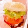 【沖縄B級グルメ】ローカルチェーンA&Wで名物ハンバーガーと飲み放題ルートビア!