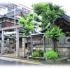 「松山神社」住宅の密集地の一画に佇む姿は時の流れから取り残されたかのよう