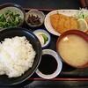 石川県小松市の粟津温泉にある昔ながらの定食屋さん、銀なべ食堂で日替わり定食。この日はエビカツ。