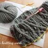 ネックから編むセーターが人気です
