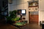 横浜の老舗・勝烈庵で食べる勝烈定食。人気のヒレカツをじっくりと味わう。
