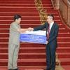トンルン首相:洪水被害者のための救済支援金に謝意