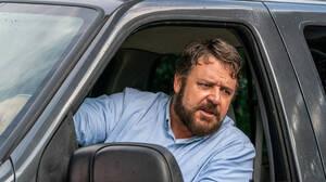 ラッセル・クロウが怪演、あおり運転の恐怖を描くアクションスリラー 映画『アオラレ』