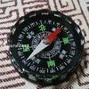 コンパスで機械式腕時計の磁化を調べる