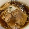 美しく透き通る醤油スープ!六本木エリアNo.1をキープし続ける路地裏の百名店【西麻布「楽観 NISHIAZABU GOLD」琥珀~特製醤油~(950円)】
