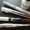 画材紹介】各種白ペンを色々と塗り比べしてみました☆ユニ太字・ネオピコ・ルプルーム・ポスカ 他