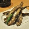 福島・いわきの「居酒屋」で目光り唐揚げ、馬刺し、熟成魚刺身ほか。