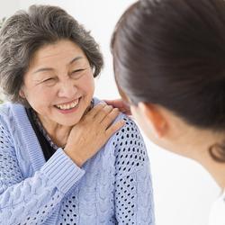 福祉サービス利用援助事業は誰でも利用が可能ですか?自分の親にも利用ができるのか、また具体的には何をどこまでしてもらえるのかを教えてください。