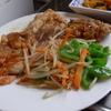 幸運な病のレシピ( 1611 )朝:鶏モモ肉のプレスソテー(白ワイン-醤油-酢ソース)、鮭、身欠ニシン、メザシ、カボチャ、味噌汁、マユのご飯