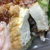 【セブンイレブンの釜揚げしらすと厚揚げのサラダ】低糖質・低炭水化物な商品で「カサ増し増し」して食べる美味しいランチ