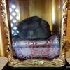 越後胎内観音に奉納された奇石「童女石」(胎内市下赤谷)